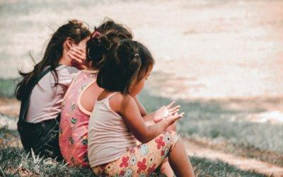 Hoe kan je de kinderen helpen de scheiding te verwerken?